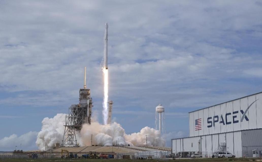 spacex bisnis elon musk dalam bidang aerospace